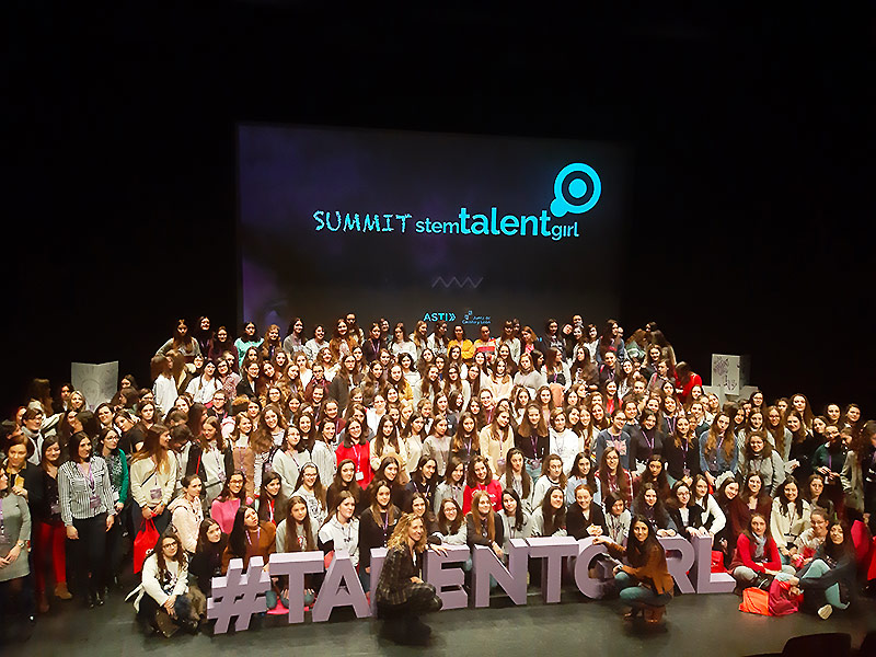Estudiantes en evento SUMMIT STEM TALENT GIRL