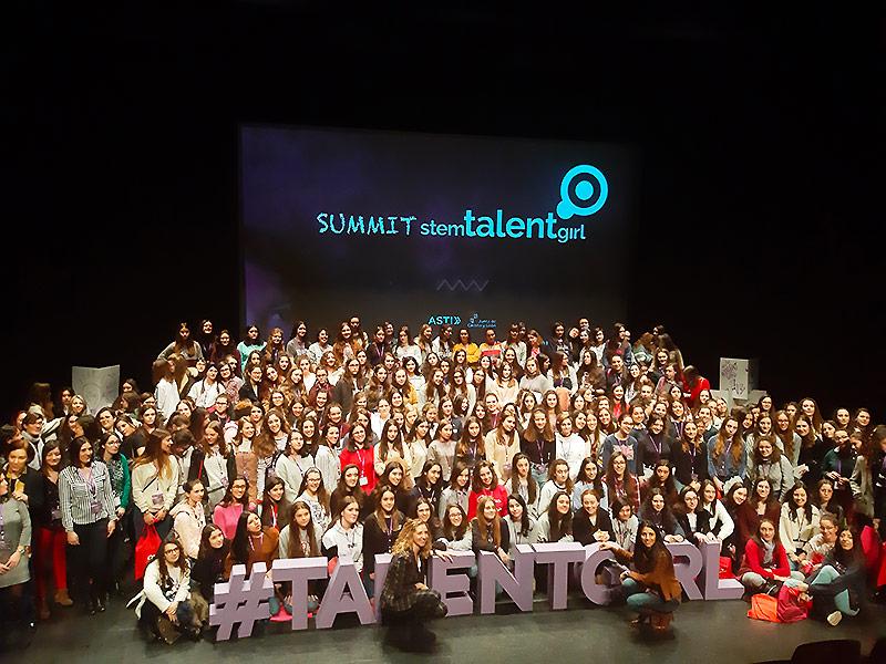 Estudiantes en evento SUMMIT STEM TALENT GIRL